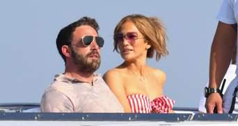 С подвеской с именем Бена Аффлека: Дженнифер Лопес отдыхает в Италии с друзьями