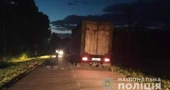 Во Львовской области грузовик насмерть сбил 28-летнего мужчину: фото