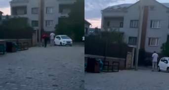Сожгу тебя вместе с папой: возле Львова мужчина избил 13-летнего мальчика – видео