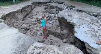 Образовался каньон возле кладбища: в Днепре чрезвычайно сильно размыло дороги – видео