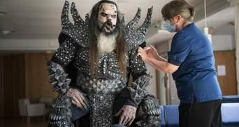 Победитель Евровидения-2006 Lordi явился на вакцинацию в костюме монстра: кто пришел с ним