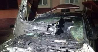 В Ровно ночью подожгли авто депутата: машина полностью обгорела – фото