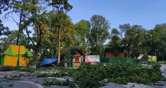 У Кам'янець-Подільському сильний буревій позривав дахи будинків: фото