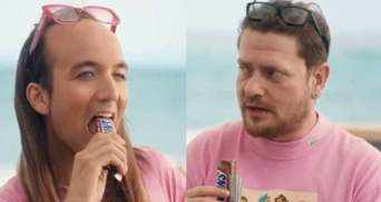 Snickers звинувачують у гомофобії: все через суперечливу рекламу батончика – відео