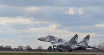 Над Украиной зафиксировали неизвестный самолет: ВСУ подняли в небо истребитель