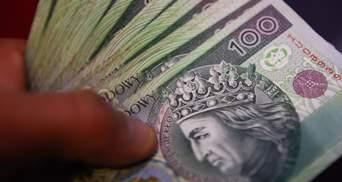 Половина поляков хочет получать зарплату в конвертах и готова нарушить закон: опрос