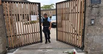 У Франції підозрюваний у підпалі собору у 2020 мігрант вбив священника
