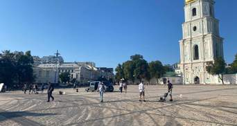 Софийскую площадь убирают от последствий дрифта Red Bull: фото, видео