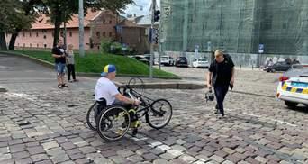 От Карпат до Мариуполя: ветеран АТО отправился из Львова в пробег на хендбайке – фото