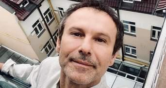 Святослав Вакарчук проводит отпуск в Карпатах: эффектные фото среди скал