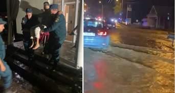 Возле оккупированного Симферополя ливень затопил дома и дорогу на Ялту: видео