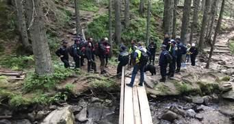 Спасатели продолжают искать 6-летнего мальчика, потерявшегося на Говерле: фото, видео