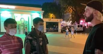 """Думали, що """"зливає дані"""": нападники на журналіста у Києві попросили вибачення – відео"""