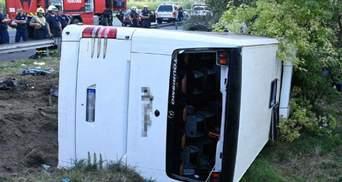В Угорщині перевернувся пасажирський автобус: є жертви та десятки постраждалих – фото