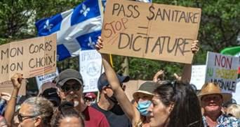 """Многотысячный марш антивакцинаторов в Монреале: канадцы выступили против """"зеленых паспортов"""""""