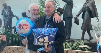 Отец с сыном встретились через 57 лет разлуки: видео эмоциональной встречи
