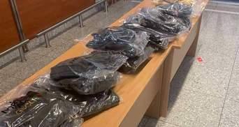 Prada, Moncler и Gucci: во Львове задержали турчанку, которая ввозила контрабандную одежду