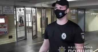 Благодаря дефибриллятору: в киевском метро полицейский спас жизнь мужчине – видео