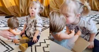 """""""Я расплакалась от счастья"""": мама показала реакцию дочери с синдромом Дауна на подарок"""