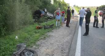 Машина перевернулась на крышу: в лобовом ДТП на Львовщине пострадала 14-летняя девочка