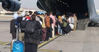 """""""Не залишимо жодного українця"""": скільки ще наших громадян чекають на евакуацію з Афганістану"""
