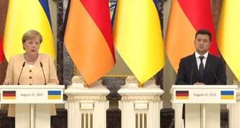 Зеленский призвал давить на Россию, пока не будет нормандской встречи: заявление Меркель
