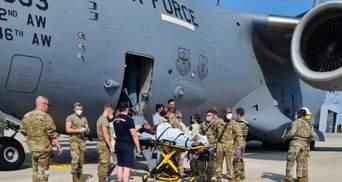 Афганська біженка народила на борту літака: пілоти знизили висоту для її порятунку
