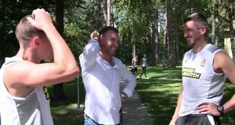 Теплые объятия и искренние улыбки: Шевченко посетил тренировку Шахтера – видео