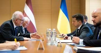 Президент Латвии пообещал Зеленскому помощь на пути в НАТО и ЕС