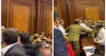 У Вірменії виступ Пашиняна спровокував сутичку між депутатами: відео з парламенту