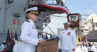 Вперше в історії США: командиром атомного авіаносця стала жінка