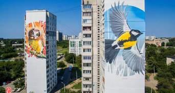 В Харькове заклеили известный мурал: фото разрушения картины