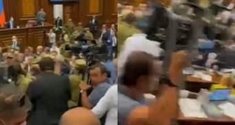 У парламенті Вірменії депутати другий день поспіль влаштували масову бійку: емоційне відео