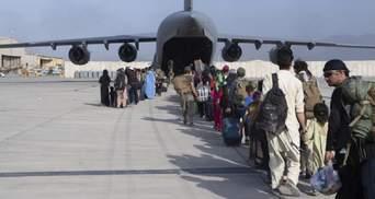 Вибухи та справжній хаос: чи мститиме Байден через теракти в Кабулі
