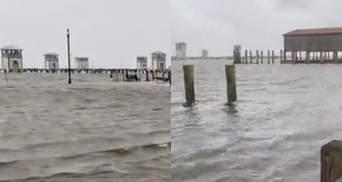 Потужний ураган Іда змінив напрямок течії річки Міссісіпі: моторошні відео