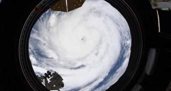 """Астронавт """"заглянул"""" в """"глаза"""" урагану Ида из космоса: невероятные фото"""