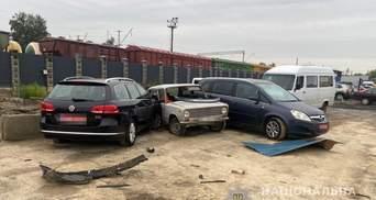 На украденном авто шефа: в Луцке пьяный автомойщик влетел в забор и разбил еще 2 машины