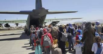 Таліби вичікують останню добу, – журналіст про напругу в аеропорті Кабула