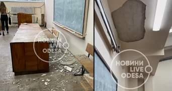 В одесском университете Мечникова во время лекции на студентов упал потолок: видео
