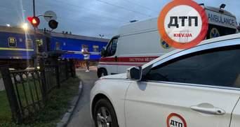 Перебегал дорогу в запрещенном месте: в Киеве поезд сбил мужчину насмерть – видео с места
