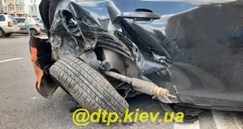 В Киеве пьяный водитель протаранил несколько авто и пошел в кафе: есть пострадавшие – фото