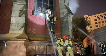 Потрібне негайне розслідування, – глава Мінкульту про пожежу в костелі святого Миколая