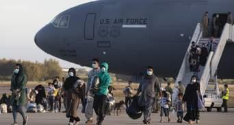 """США запідозрили сотню евакуйованих з Афганістану у співпраці з """"Талібаном"""""""