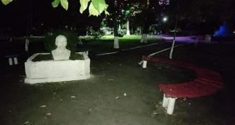 На Одещині невідомі встановили у парку бюст Леніна: курйозні фото