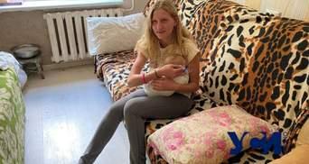 Одесситка с младенцем ночевала на улице: к ней приставал отец, а сожитель постоянно бьет – СМИ