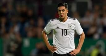 Футболист сборной Германии смотрел матч команды со 170 афганскими беженцами на стадионе
