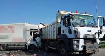 На Ровенщине произошло опасное ДТП с пострадавшими: движение по трассе Киев – Чоп затруднено