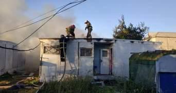 У курортній Затоці спалахнула пожежа на базі відпочинку: моторошне відео