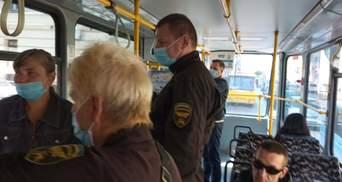 Во львовском трамвае контролер ударил пассажира, который защитил женщину без билета