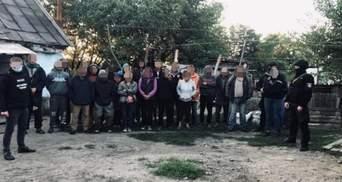 У нелюдських умовах: на Дніпропетровщині злочинна група тримала в рабстві 120 людей